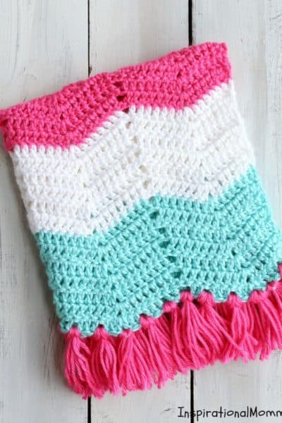 This Sweet Chevron Pattern Crochet Baby Blanket will help you create a perfect gift for someone special. Using simple crochet stitches, this pattern is great for beginning crocheters! #InspirationalMomma #CrochetBabyBlanket #BabyBlanket #Crochet #Blanket #FreePattern #Pattern #Handmade #Homemade #DIY