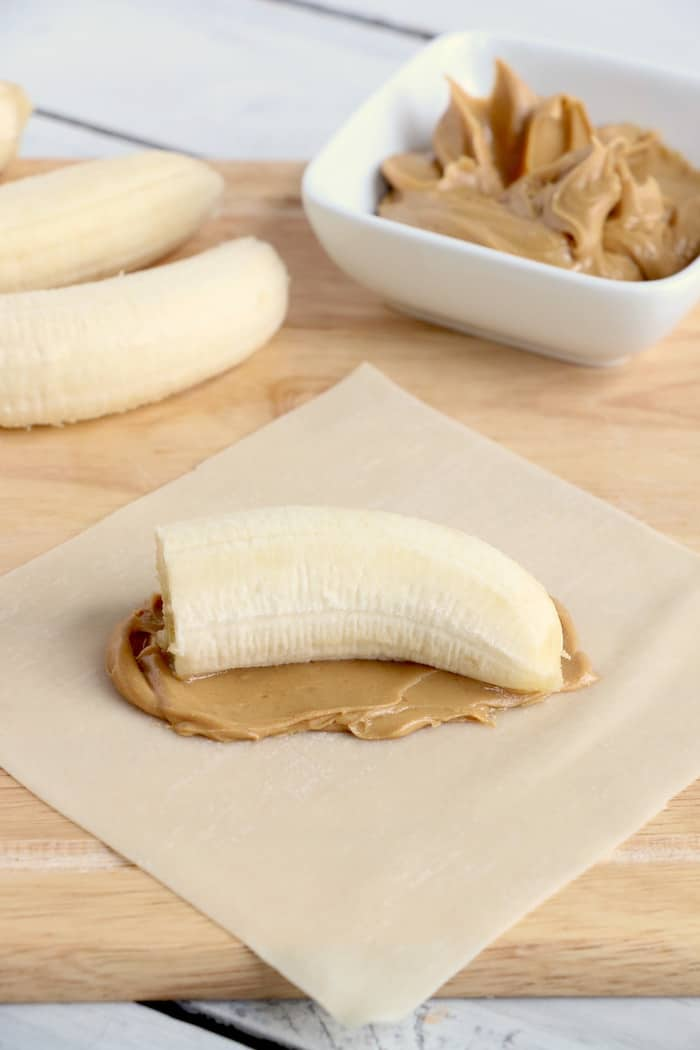 This Peanut Butter Banana Egg Roll Recipe is amazing! A crispy egg roll wrapper filled with creamy peanut butter and a sweet banana makes a perfect dessert! #InspirationalMomma #EggRollRecipe #PeanutButter #Banana #PeanutButterBanana #EggRolls #Recipe #Dessert #Desserts