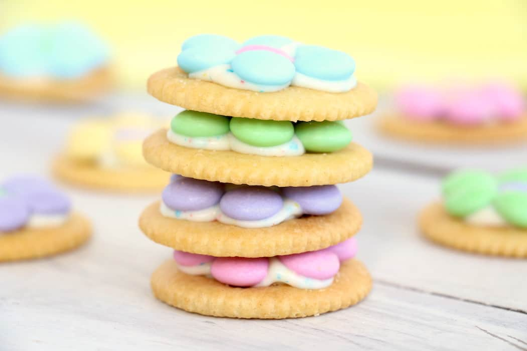 Spring Flower Ritz Cracker Recipe - Crispy Ritz Crackers covered with melted confetti white chocolate chips, and finally topped off with a gorgeous M&M flower. #inspirationalmomma #springtreats #springdesserts #eastertreats #easterdesserts #ritzcracker #m&ms #easydessert #quick #recipe #ritzcrackerrecipes