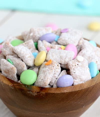 This Spring Puppy Chow Recipe is finger-food at its finest! Chex cereal covered in chocolate, peanut butter, and powdered sugar is a delicious combination! #inspirationalmomma #puppychowrecipe #puppychow #spring #easter #dessert #desserts #chex #peanutbutter #chocolate