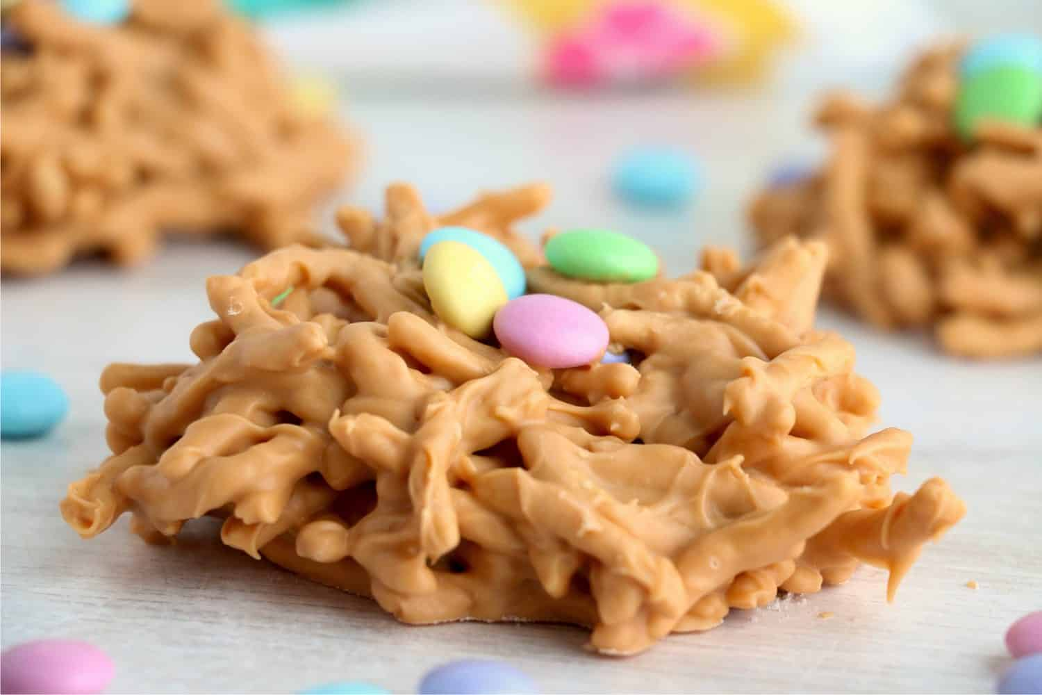 Butterscotch Bird Nests are a cute, sweet spring treat! Crunchy chow mein noodles covered in delicious butterscotch, topped off with M&Ms.